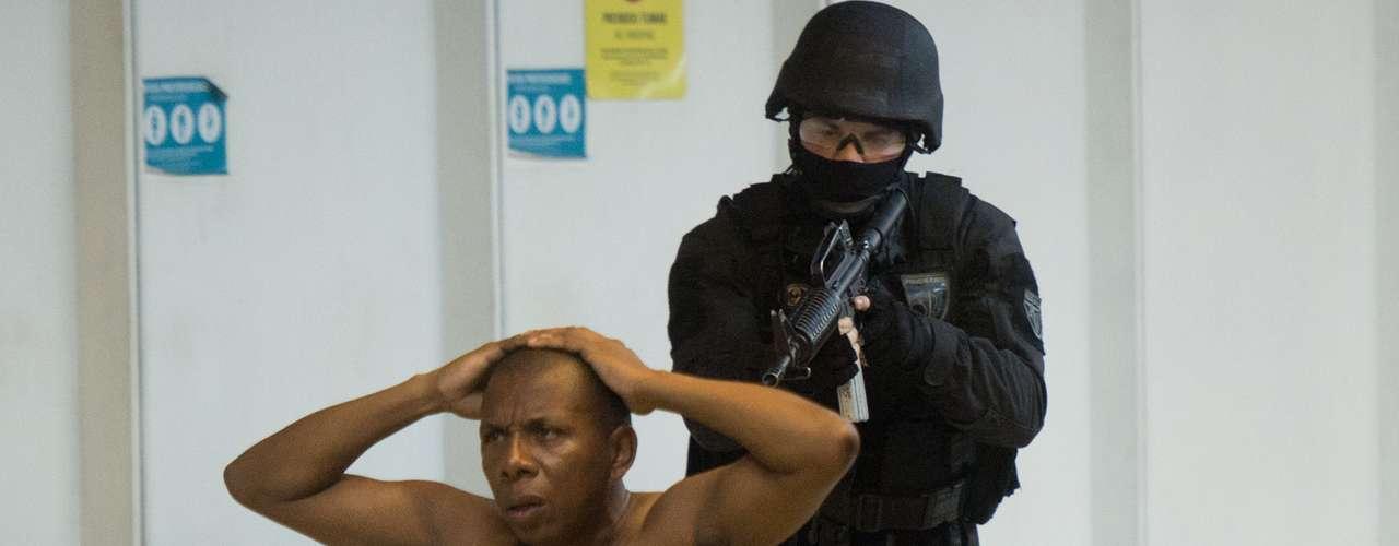 La policía de Río de Janeiro simuló este domingo un ataque terrorista en el metro de la ciudad.