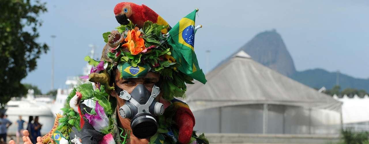 El tema central de la Río+20, la Economía Verde, es considerado por los miembros de la Cumbre de los Pueblos como un elemento insatisfactorio para lidiar con la crisis actual.