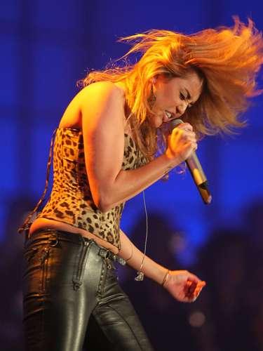 Pese a que dejó la escuela para dedicarse al cine, Miley no tiene por ahora proyectos fuertes en la gran pantalla, pero sí sigue con su música.