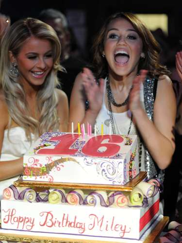 Miley festejó sus 16 años con una mega fiesta que incluyó una celebración en Disney y un carro de lujo de regalo.