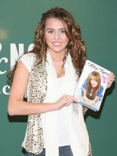 NEW YORK - MARCH 05:  Actress and singer Miley Cyrus promotes her book, \