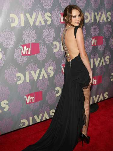 NEW YORK - SEPTEMBER 17:  Miley Cyrus attends 2009 VH1 Divas at Brooklyn Academy of Music on September 17, 2009 in New York City.  (Photo by Jason Kempin/Getty Images)