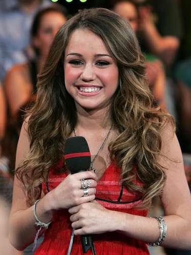 En el verano del 2006, en pleno éxito de la primera temporada de Hannah Montana, Miley fue invitada a los estudios de MTV para ser parte del show 'Total Request'.