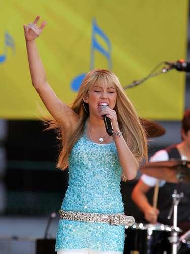 Miley consiguió su rol gracias a su persistencia, ya que al principio los productores no la querían en el show porque consideraban que era muy pequeña para ese rol. El debut de Hannah Montana marcó un récord, teniendo la audiencia más grande para un show de Disney.