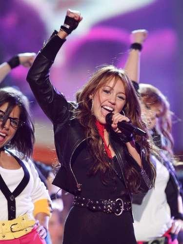Miley Cyrus: de niña traviesa de Disney a adolescente rebelde y sensual.