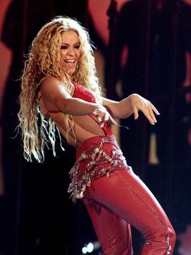 En 1998, Shakira lanza 'Dónde están los ladrones', disco que la catapultó a la internacionalización y para más tarde en el año 2000, MTV le propuso hacer un disco 'Unplugged' que cambió su vida radicalmente.