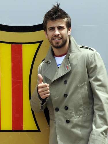 El 27 de mayo de 2008, Piqué firmó un contrato de 4 años con el F.C. Barcelona con una cláusula de 50 millones de euros
