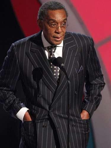 Don Cornelius. Don Cornelius, creador del popular programa de televisión 'Soul Train', se suicidó de un tiro en su casa. La policía respondió a las 4 am del 1 de febrero de 2012 ante un reporte de disparo. El médico forense dictaminó la muerte del presentador como  autoinflingida.