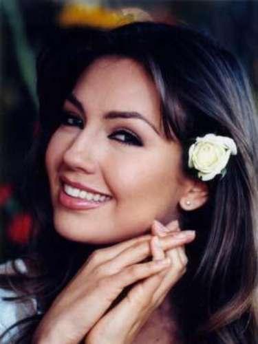Thalía.-Como en casi todas sus telenovelas, el tema central de 'Rosalinda' se llamó igual y fue interpretado por ella misma, quien desde esta producción jamás volvió a aceptar protagonizar una novela más.