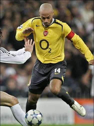 El francés Thierry Henry recibió insultos del técnico Luis Aragonés. Era comparada su capacidad con la de Iván Reyes cuando ambos jugaban en el Arsenal.