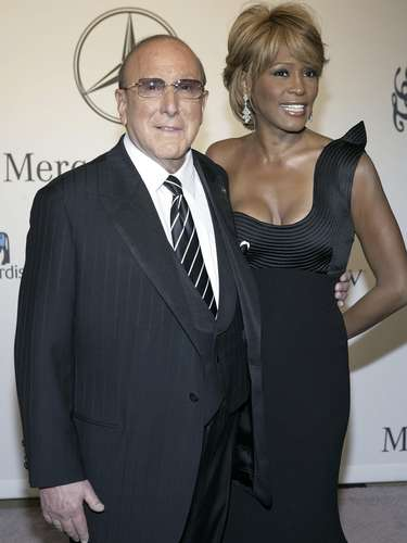 Oct. 28, 2006 - Whitney Houston junto al magnate musical Clive Davis