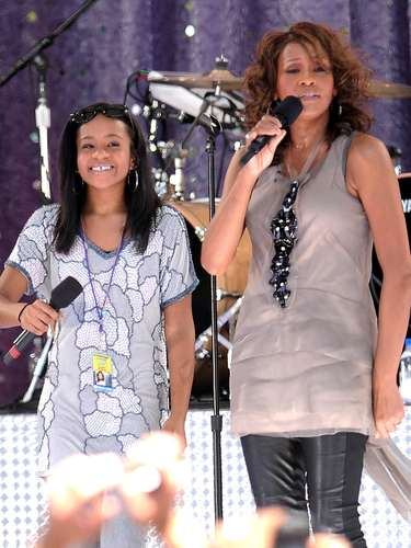 Sept. 1, 2009 - Whitney Houston cantando con su hija Bobbi Kristina Brown en 'Good Morning America'