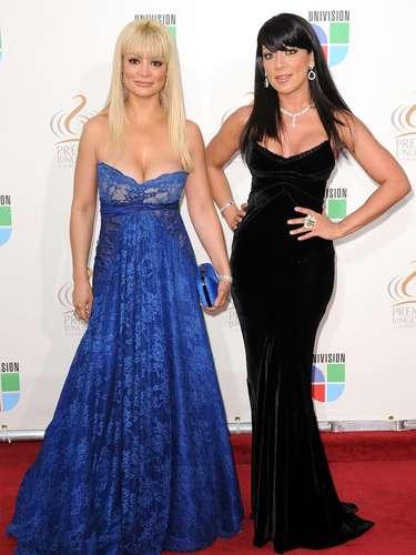 Marisol y Vicky Terrazas - Se vienen los Premios Lo Nuestro A La Música Latina y para ir calentando el ambiente te traemos los escotes más llamativos  y sensuales que han llevado las espectaculares féminas a través de los años en su paso por la alfombra roja en la gran fiesta de la música latina.