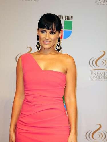 Nelly Furtado - Se vienen los Premios Lo Nuestro A La Música Latina y para ir calentando el ambiente te traemos los escotes más llamativos  y sensuales que han llevado las espectaculares féminas a través de los años en su paso por la alfombra roja en la gran fiesta de la música latina.