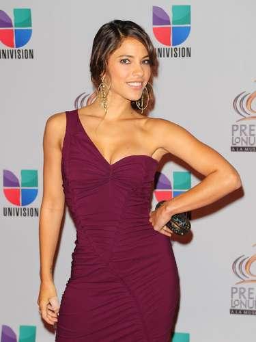 Eva Luna - Se vienen los Premios Lo Nuestro A La Música Latina y para ir calentando el ambiente te traemos los escotes más llamativos  y sensuales que han llevado las espectaculares féminas a través de los años en su paso por la alfombra roja en la gran fiesta de la música latina.