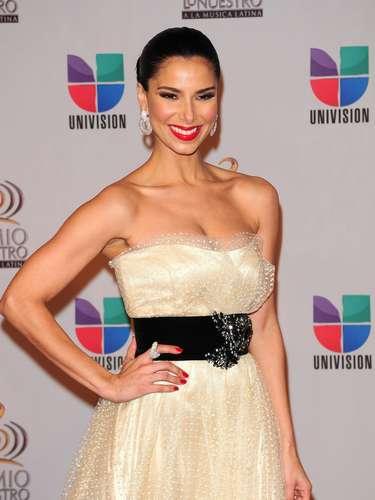 Roselyn Sánchez - Se vienen los Premios Lo Nuestro A La Música Latina y para ir calentando el ambiente te traemos los escotes más llamativos  y sensuales que han llevado las espectaculares féminas a través de los años en su paso por la alfombra roja en la gran fiesta de la música latina.