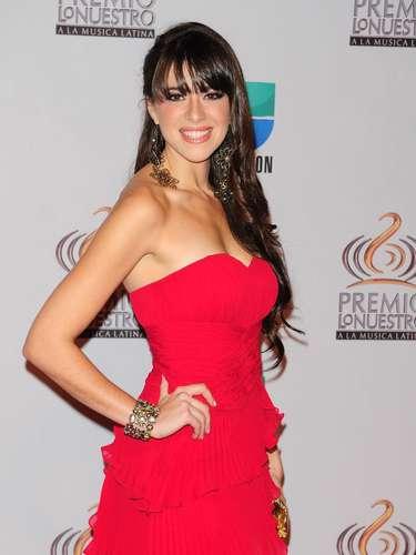 Adriana - Se vienen los Premios Lo Nuestro A La Música Latina y para ir calentando el ambiente te traemos los escotes más llamativos  y sensuales que han llevado las espectaculares féminas a través de los años en su paso por la alfombra roja en la gran fiesta de la música latina.