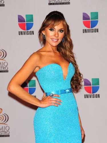 Vanessa Villela - Se vienen los Premios Lo Nuestro A La Música Latina y para ir calentando el ambiente te traemos los escotes más llamativos  y sensuales que han llevado las espectaculares féminas a través de los años en su paso por la alfombra roja en la gran fiesta de la música latina.