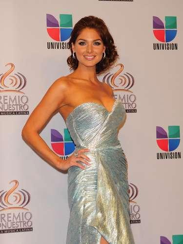Blanca Soto - Se vienen los Premios Lo Nuestro A La Música Latina y para ir calentando el ambiente te traemos los escotes más llamativos  y sensuales que han llevado las espectaculares féminas a través de los años en su paso por la alfombra roja en la gran fiesta de la música latina.