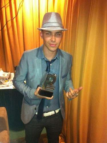 Celebrating after winning a Premio Juventud.
