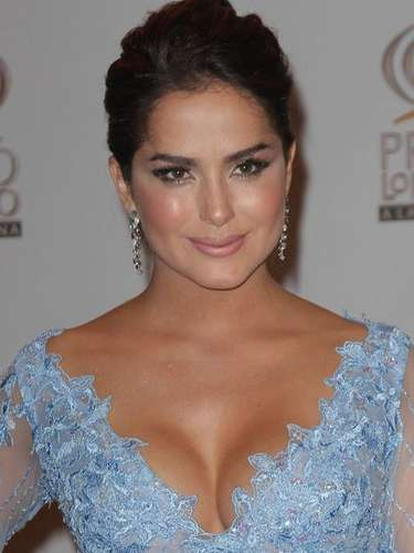 Danna García kept it elegant.