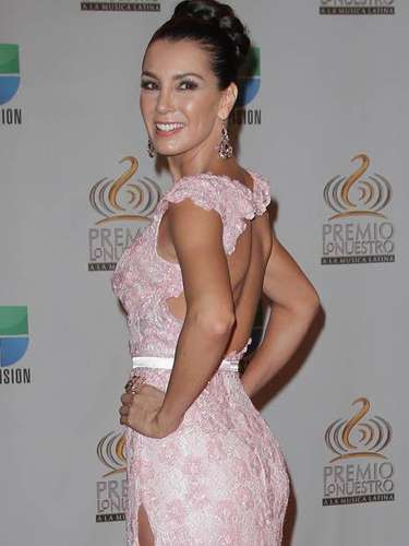 Elizabeth Gutiérrez shows off her toned back with this gorgeous dress.