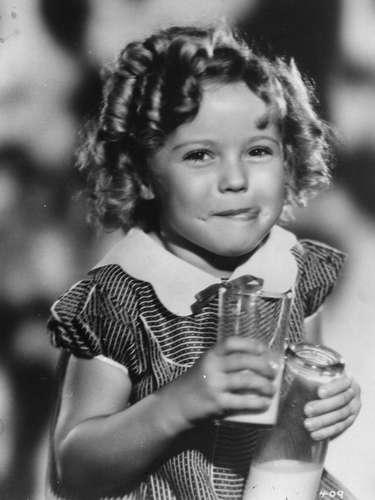 A los seis años, la adorable Shirley Temple recibió un Oscar especial por haber filmado 9 películas en un mismo año. (1934)