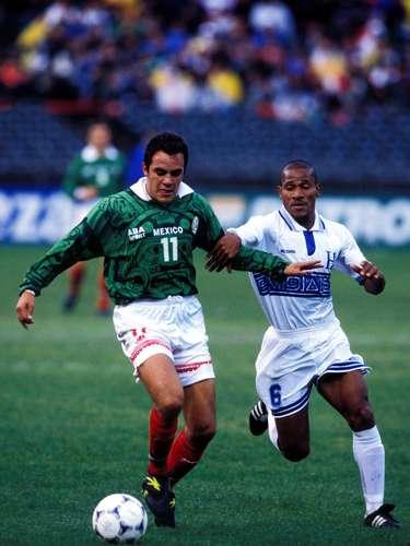 Cuauhtémoc Blanco también jugó la Copa de Oro de 1998 y la del 2007.