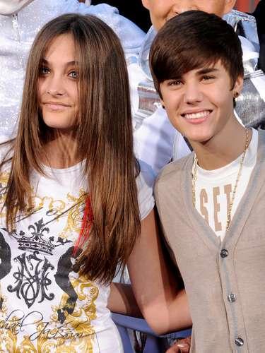 18 - Con la hija de Michael Jackson.  Paris Jackson estuvo al lado de Justin Bieber en un homenaje a su padre \