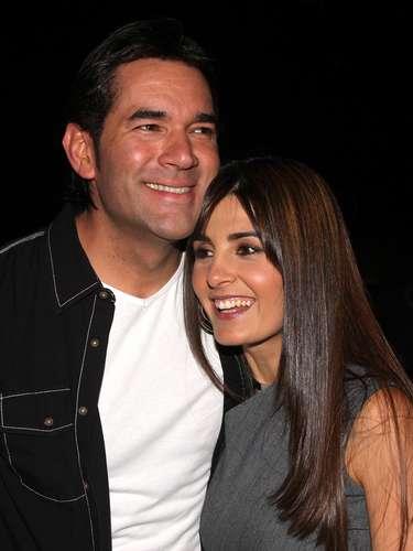 Mayrin Villanueva. Con Jorge Poza, Mayrin Villanueva formaba una linda pareja pero conoció a Eduardo Santamarina quién a su vez estaba con Susana González y el flechazo fue tan fuerte que dejaron a sus respectivas parejas y ahora siguen juntos.