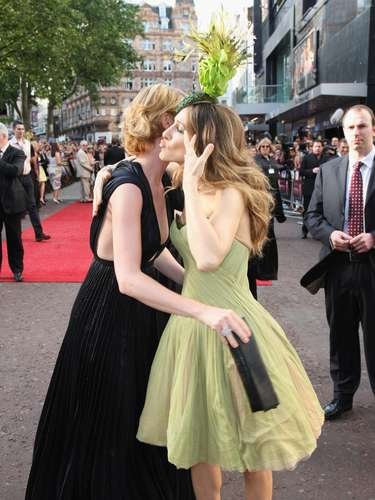 Sarah Jessica Parker lanza un beso a Cynthia Nixon.