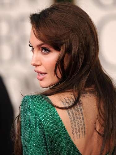 Angelina Jolie es una de las famosas con los tatuajes más sexys