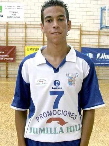 Carlos García jugaba futbol de sala en España. Un traumatismo craneoencefálico producto de un choque lo privó de la vida.