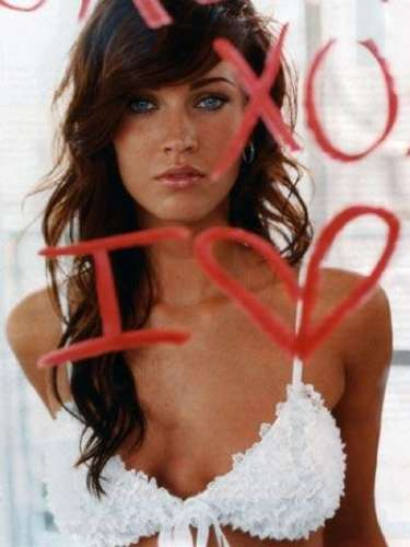 Megan Fox posó sugerentemente en numerosas revistas dirigidas al público masculino, y lo hizo con bastante éxito.
