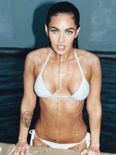 Entre las candentes sesiones de fotos y la obtención de su nuevo estatus como símbolo sexual, Megan Fox mantuvo una actitud profesional discreta.