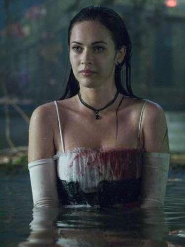 En 'Diabólica Tentación' Megan Fox dio vida a una joven estudiante víctima de un ritual satánico que sale mal y cuyo cuerpo queda poseído por un demonio sanguinario.