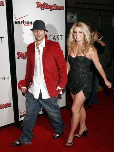 Britney Spears y Kevin Federline. Después de terminar su relación con Justin Timberlake, Britney se casó con su bailarín Kevin Federline, el cual tenía una novia que estaba embarazada y a la que abandonó por irse con Britney.