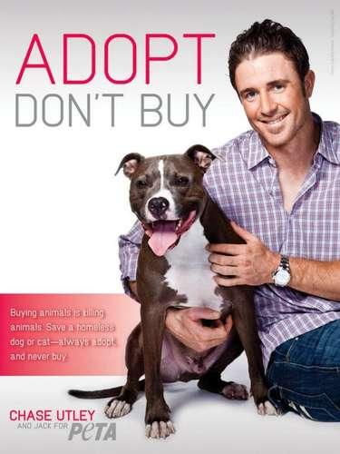 Chase Utley y su hermoso perro Jack gustosos posaron para PETA. 'Adopta, no compres'