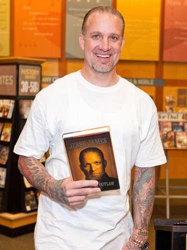 Jesse James en el lanzamiento de su libro \