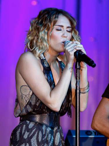 PHOENIX, AZ - MARCH 24:  Singer/actress Miley Cyrus performs onstage during Muhammad Ali's Celebrity Fight Night XVIII held at JW Marriott Desert Ridge Resort & Spa on March 24, 2012 in Phoenix, Arizona.  (Photo by Mike Moore/Getty Images for CFN)