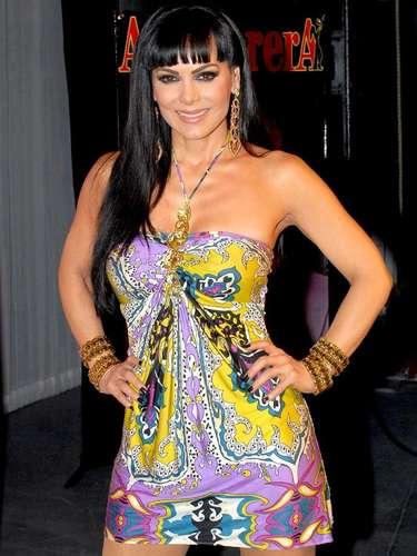 La actriz llamó la atención de Televisa después de su éxito en el cine, por lo que otorgaron un contrato de exclusividad.