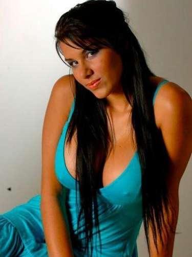 2. Anita Toro. Nacida en Bello, Antioquia el 26 de marzo de 1991. Se consolidó como la reina del cybersexo, tras varias escenas en videos XXX. Considerada por algunos como la Diosa Canales colombiana, hace poco dio una entrevista a los medios donde declaró que cerraría su página web y se retiraba de la industria.