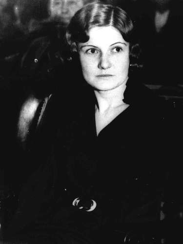 Winnie Judd (Estados Unidos): Conocida como La Asesina del Baúl, le disparó y asesinó a 2 amigas suyas, en Phoenix, Arizona; luego, las descuartizó y las metió en dos baúles para viaje, los cuales transportó hasta la estación de ferrocarriles. Después de viajar con ellos, es detectada en una estación, por lo que abandonó el equipaje y salió huyendo. Tras una investigación, fue arrestada, juzgada y sentenciada a muerte. Sin embargo, luego de varias apelaciones que demostraron su inestabilidad mental, fue recluida en una institución psiquiátrica y salió libre en 1983. Murió en 1998.
