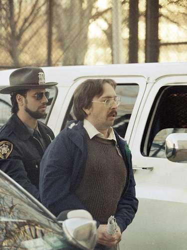 Joel Rifkin (Estados Unidos): Es un asesino en serie estadounidense condenado por el asesinato de nueve mujeres (aunque se cree que mató al menos 17), la mayoría de ellas prostitutas adictas a las drogas, sobre todo entre 1989 y 1993 en la ciudad de Nueva York. Después de asesinar a sus víctimas, las desmembraba, por lo que se ganó el apodo de Joel el Destripador.