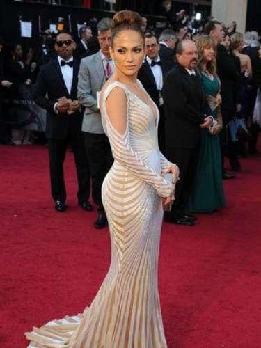 Jennifer Lopez seduce a todos sus fans en cada una de sus presentaciones al exhibir sus atributos con el baile, uno de sus grandes talentos artísticos.