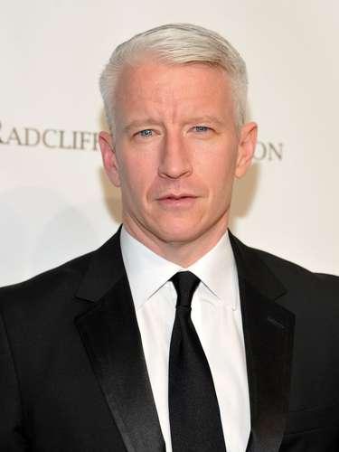 Por mucho tiempo se especuló que el periodista Anderson Cooper era homosexual pero ahora por fin lo ha dicho. Cooper dijo a The Daily Beast: 'Soy gay, siempre lo he sido y no podría estar más feliz, cómodo y orgulloso de mí'