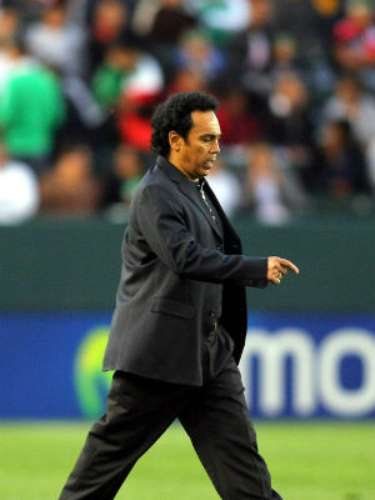 Things took a downturn when Hugo took the reins of the U-23 Olympic team looking for a spot in Beijing 2008. It was a total failure, and Mexico could find no way to score and was eliminated. The manager was forced to resign on March 31, 2008.