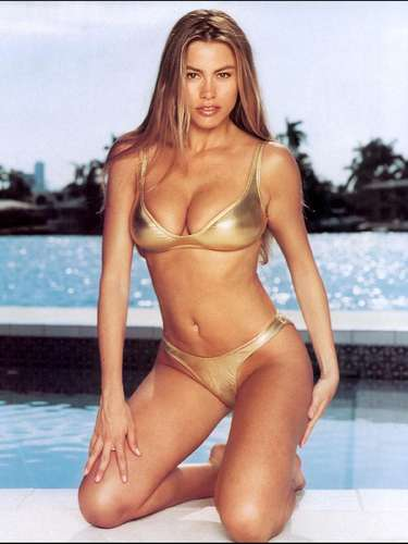 Hizo carrera en Univisión y más adelante Televisa la contactó para hacer la novela Acapulco, cuerpo y alma en 1995.