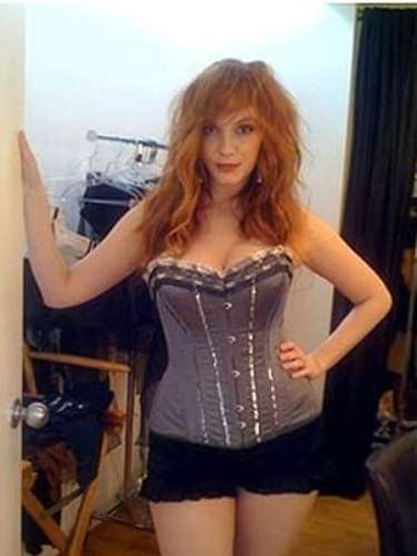 Un hacker puso en problemas a Christina Hendricks tras publicar en la red unas fotografías con muy poca ropa.
