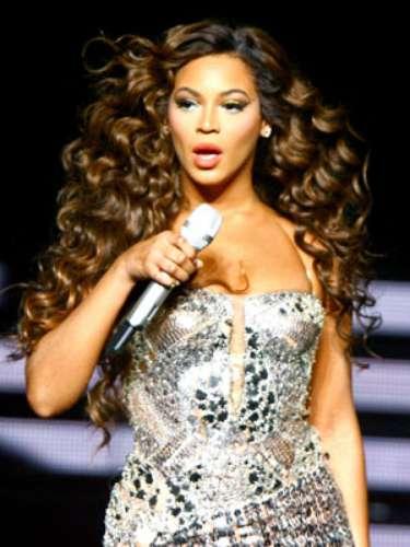 Beyoncé, ante más de 60 mil personas, en el estadio Morumbí de Sao Paulo, perdió el balance y se cayó en pleno escenario.